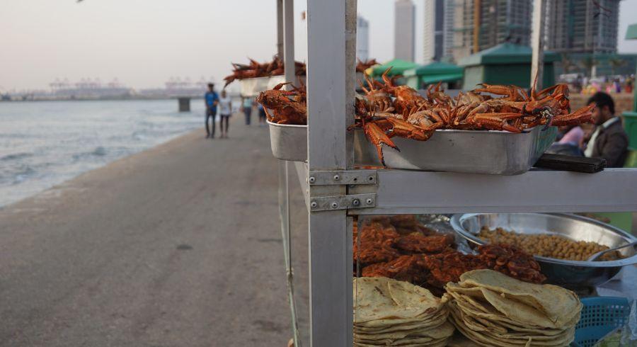 Uferpromenade von Colombo mit Street Food Stand
