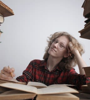 Woman in shirt studying