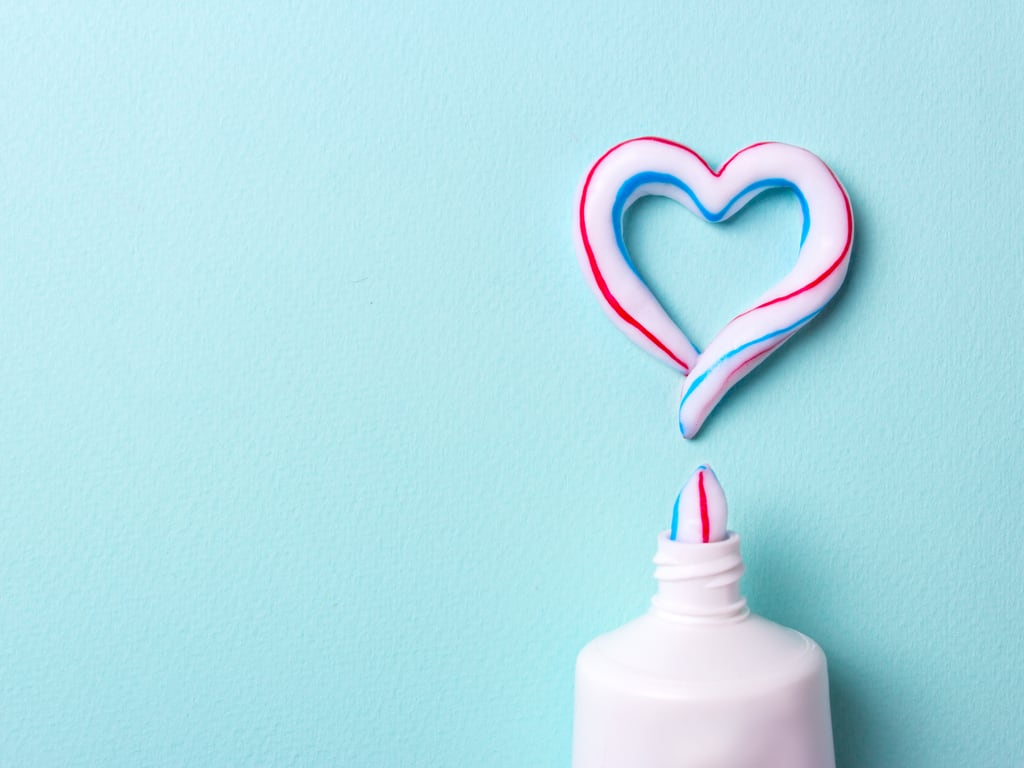 coeur avec dentifrice