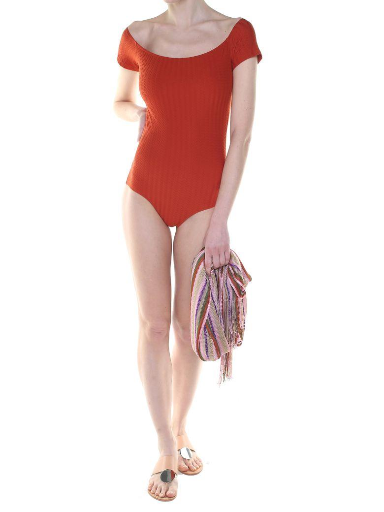 MIMÌ À LA MER Helo Fishbone Off-The-Shoulder Swimsuit in Marrone