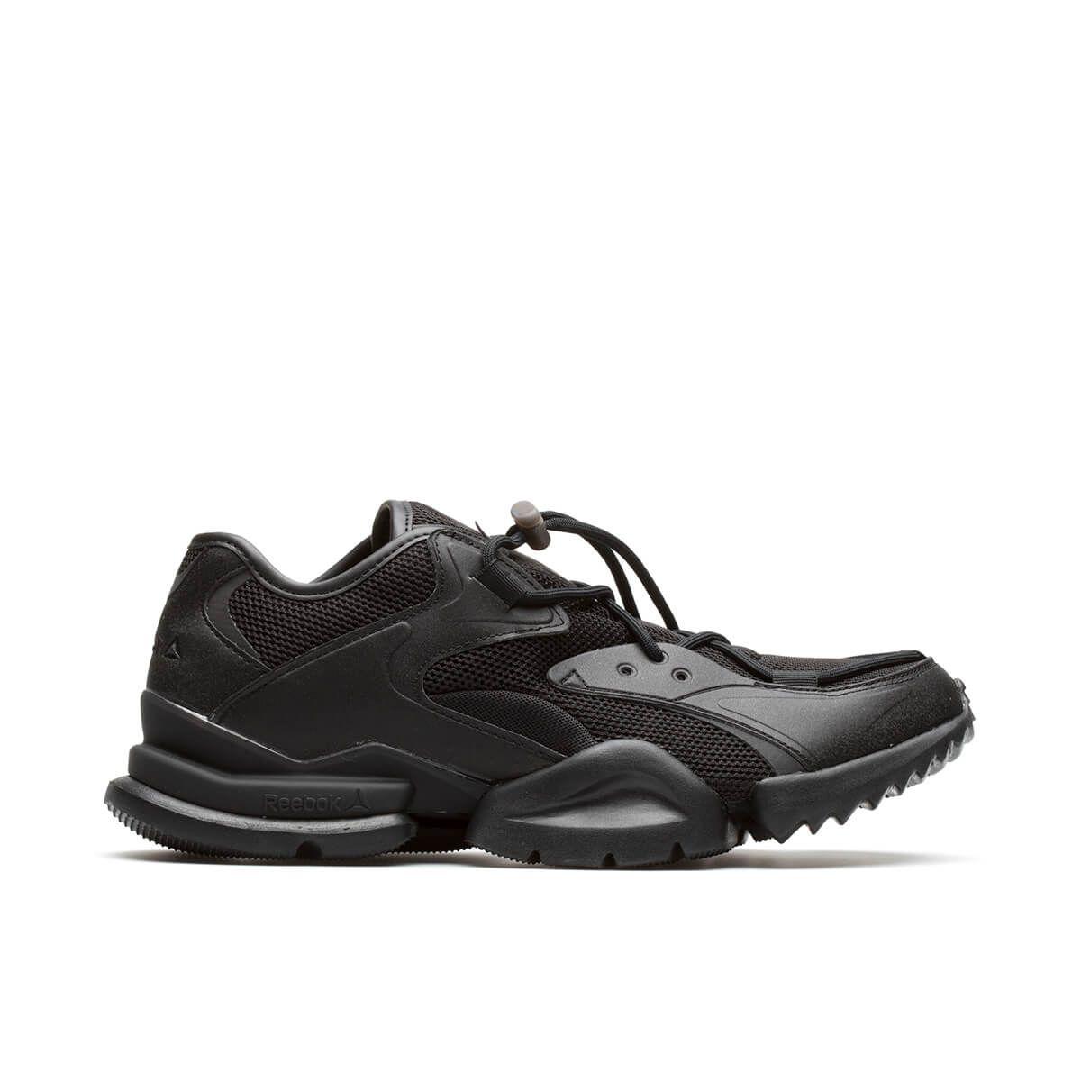 Run_R_96 Chunky Sole Sneakers in Black