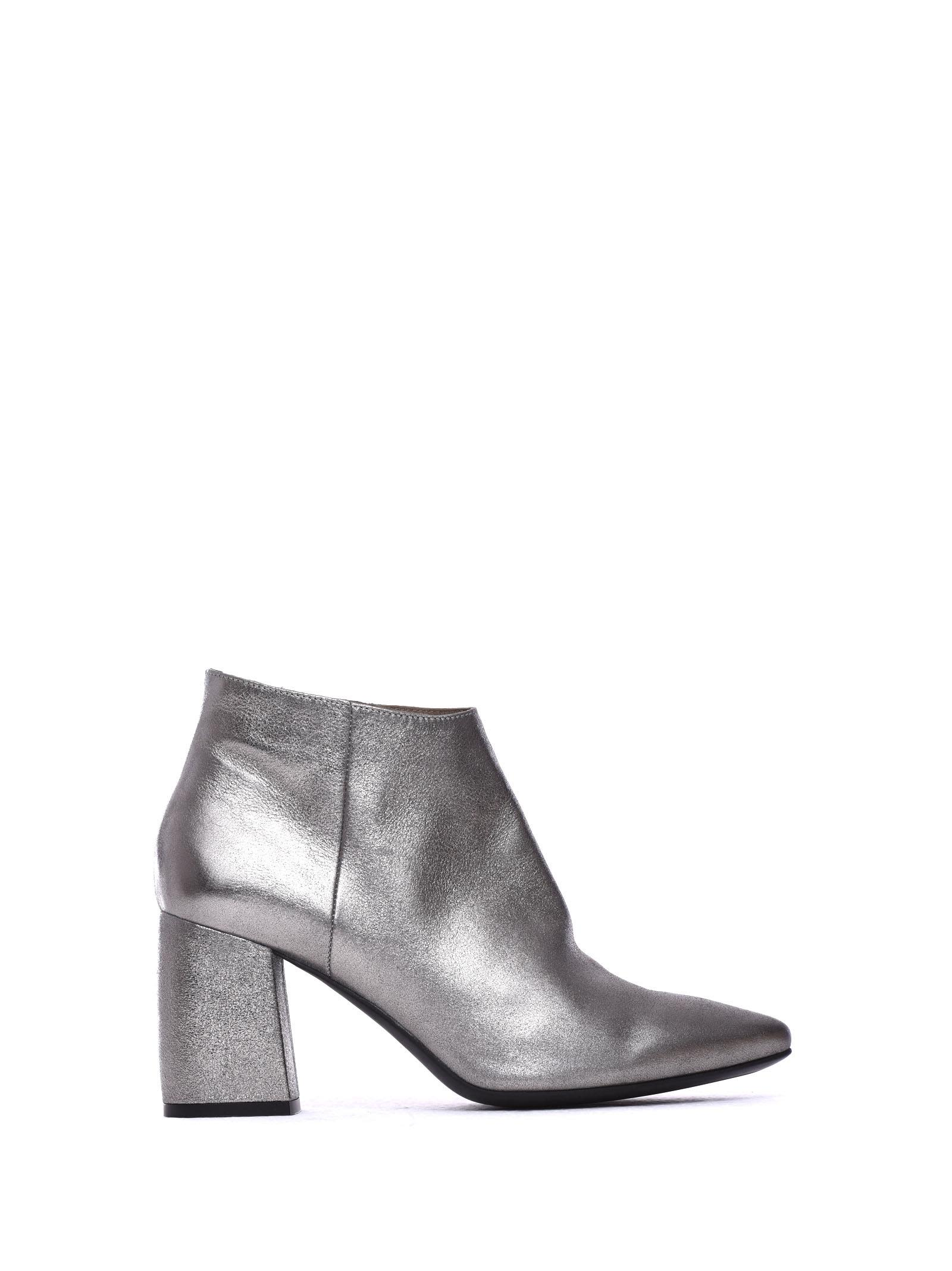 JANET & JANET Meg Silver Ankle Boots in Argento