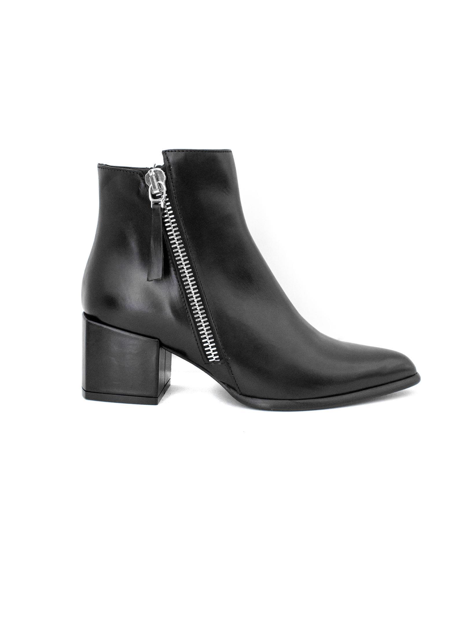 ROBERTO FESTA Daniela Ankle Boot In Black Leather. in Nero