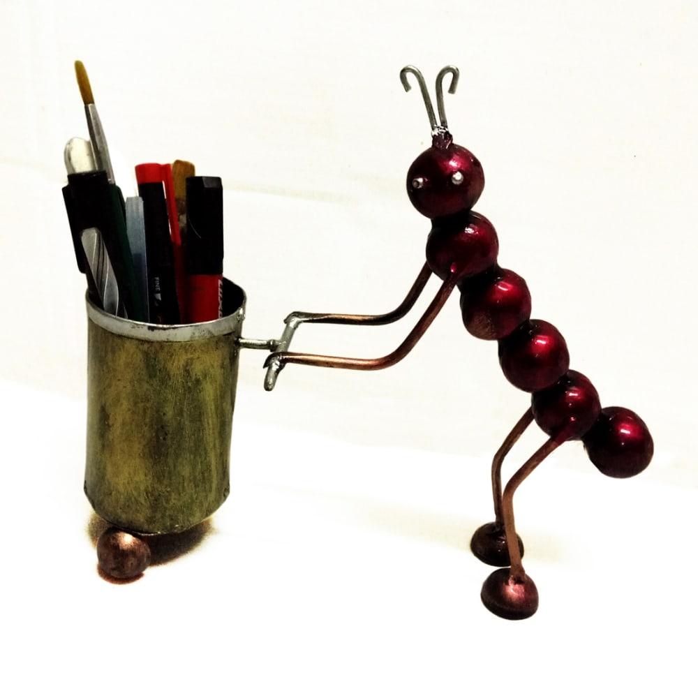 Ant Pen Holder