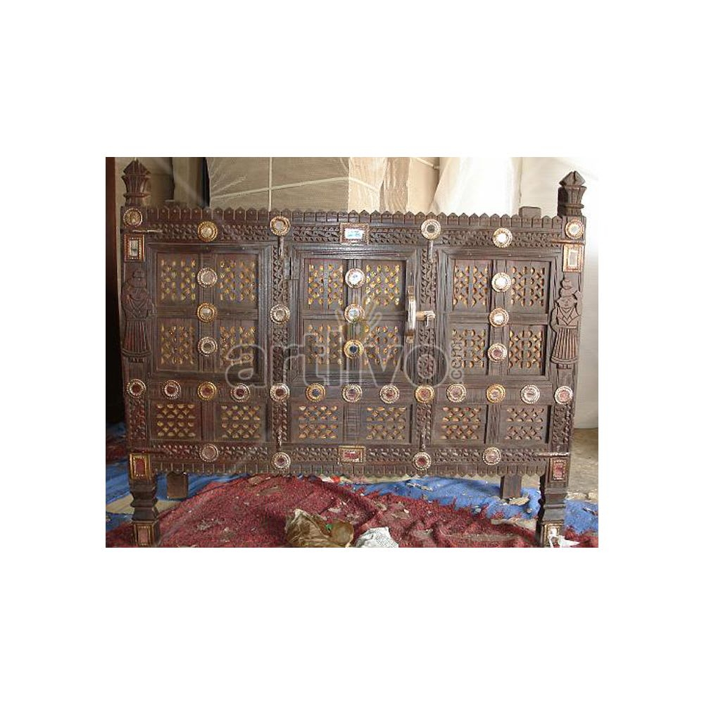 Old Indian Brown illustrious Solid Wood chiselled Women design Trunk