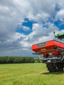 Kverneland exacta EL, compact and small spreader, easy with CentreFlow