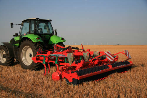 Stubble Cultivators - Kverneland CLC evo, two bar generation working with high hp tractors