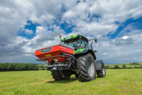 Disc Spreaders - Kverneland exacta EL, compact and small spreader, easy with CentreFlow