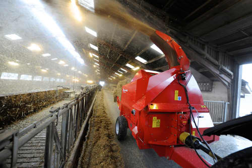 Bale Choppers - Feeders, Kverneland 853, high blowing performance during operation, also a strong package of new features