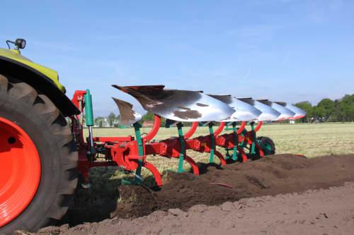 Kverneland B Variomat ploughing light to medium soils without stones