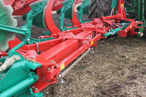 Kverneland 150 S, contains Kverneland Variomat, self pulling, great range of accessories
