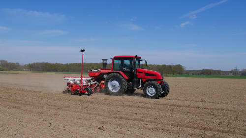 Kverneland optima R, universal pneumatic precision drill for maize, sunflowers, field beans etc.. cost efficient and strong frame
