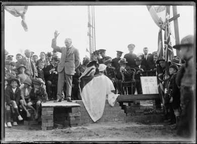 Prime Minister Billy Hughes standing on a makeshift platform before a crowd on his return from the Paris Peace Conference, Sydney, July 1919
