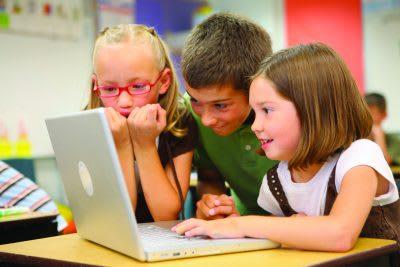 children learning coding