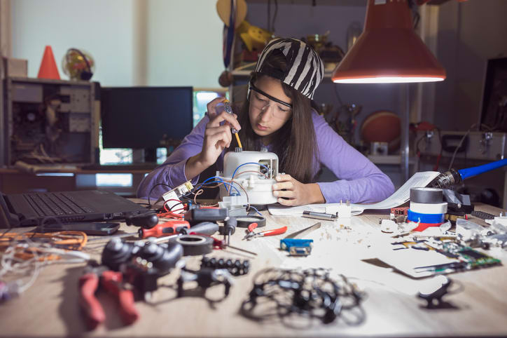 Tech Sector Failing to Attract Young Women as Skills Shortages Loom