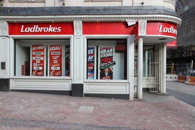 Government Slashes Maximum Stake on FOBTs – as all eyes turn to Windsor