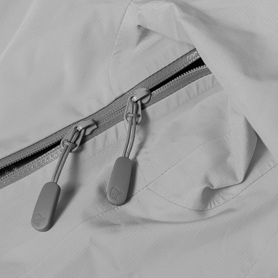 Technical details X-open under arm ventilation zip