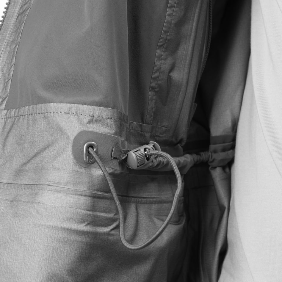 Technical details Elastic waist width adjustment