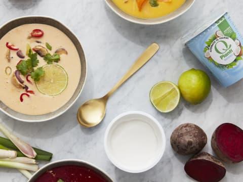 Thaisuppe med Q® Planti® Naturell kan fort bli en gjenganger til middag. Rød chili paste, koriander og lime gjør susen i denne digge suppen.