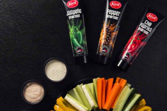 Lag dine egne dipper med Kavli Smaksrik smøreost. Her har du to digge smaksforslag - jalapeño og chili paprika.