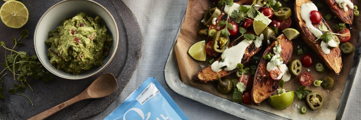 Prøv denne deilige yoghurtressingen som passer perfekt til ovnsbakte søtpoteter.