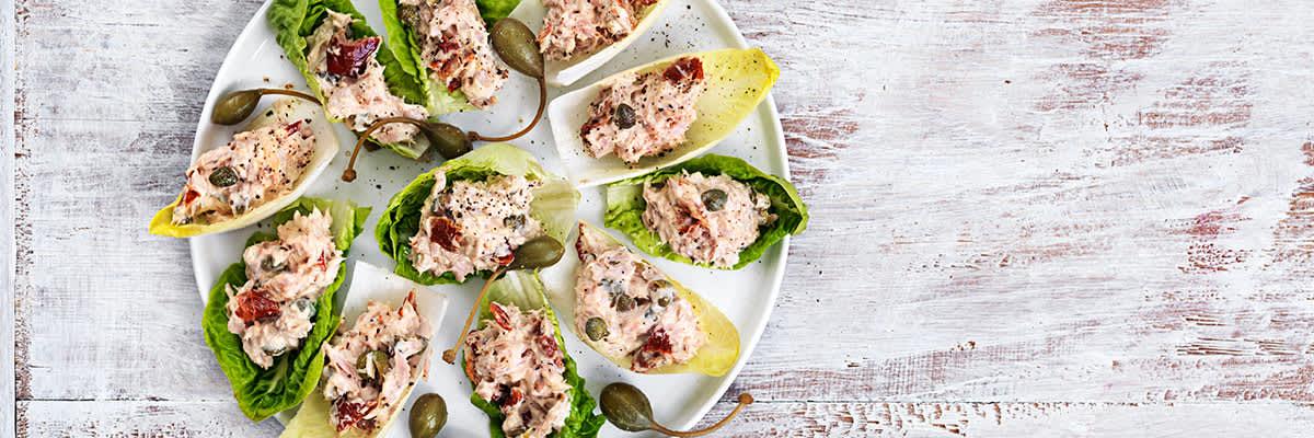 Bild av tonfiskröra i salladsblad