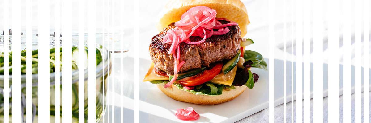 Bild hamburgare med rödlök