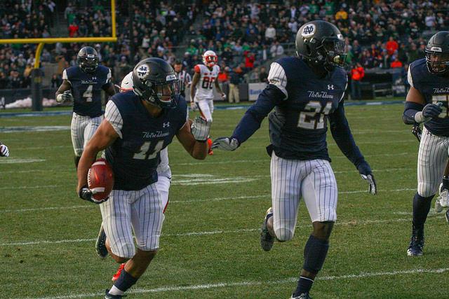 Blueandgold Com Defense Dominates In No 3 Notre Dame S 36 3 Win
