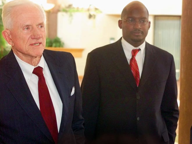 Derrick Gragg (right) standing next to legendary Arkansas athletic director Frank Broyles in 2003