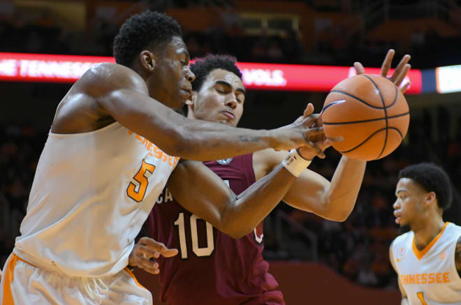 #18 Tennessee Vols hold off South Carolina Gamecocks for 70-76 win