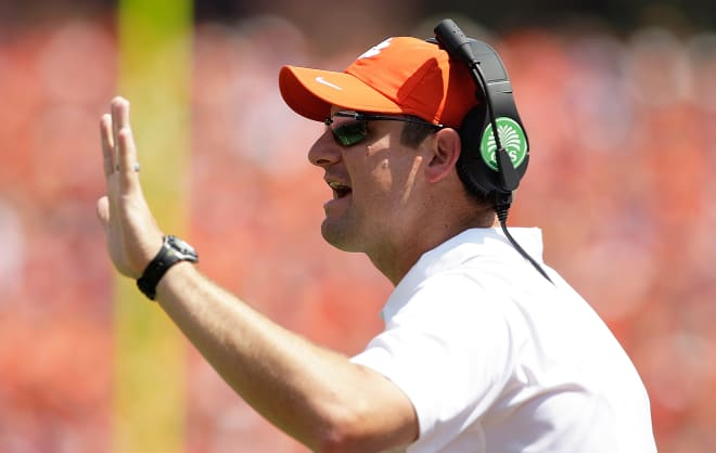 South Florida finalizing deal with Clemson's Jeff Scott