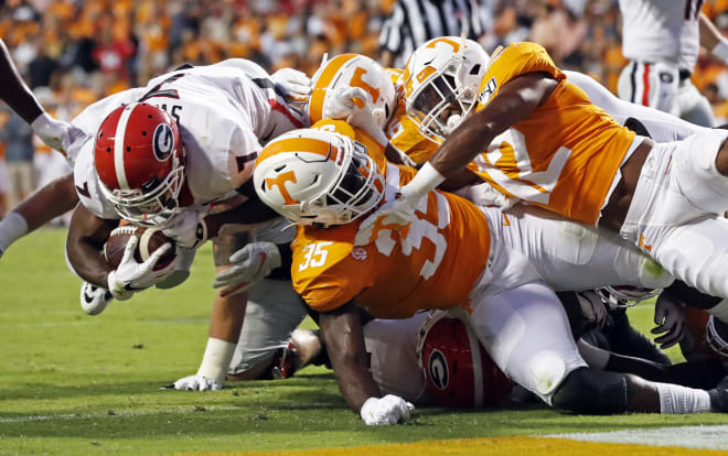 Georgia running back D'Andre Swift scores against the Tennessee defense.