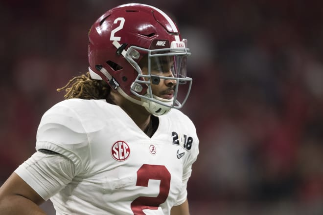 Hurts' father hints at transfer from Alabama if QB loses starting job