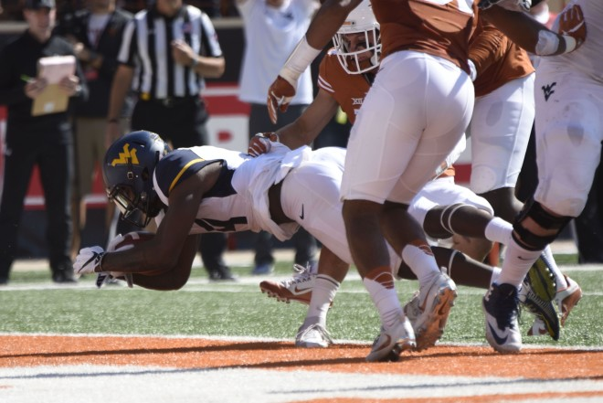 Texas LB Tim Cole's father suffers heart attack before West Virginia game