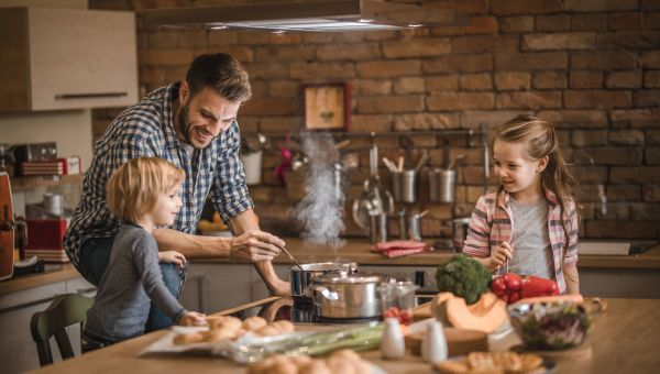 Families interact at meals—and without screens