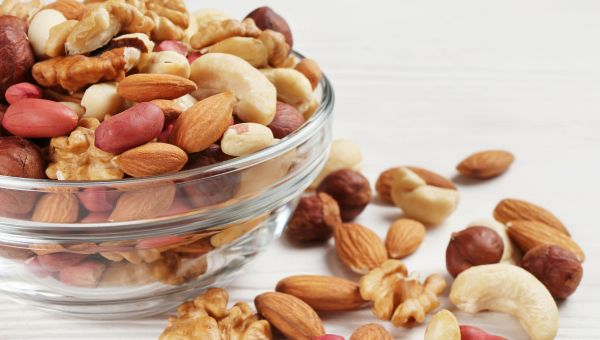 5 Reasons to Eat More Nuts
