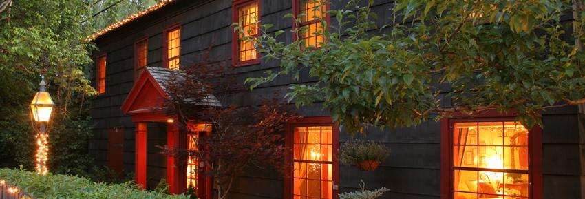 acorn-inn-canandaigua-exterior-side-lights-windows