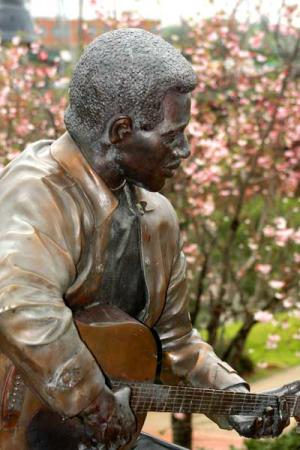 Otis Redding Statue in Macon