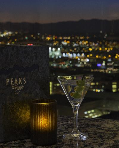 Peaks Lounge at Hyatt Regency in Denver