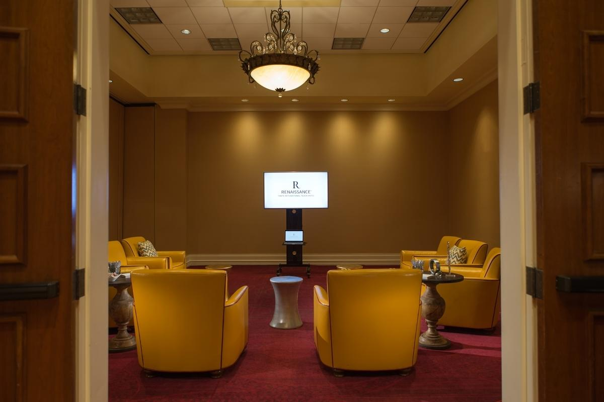 Discover your new meeting place at Renaissance International Plaza Hotel