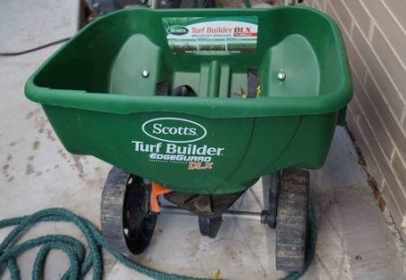Turf Builder EdgeGuard® DLX
