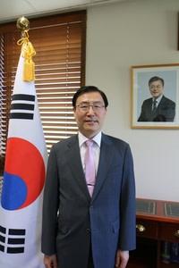 Mr Lee Baeksoon