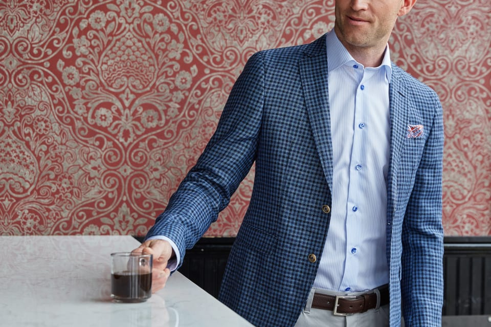 How to properly tuck in a shirt trunk club for How to tuck in shirt
