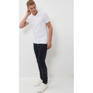 da44ae5c7 White Muscle Fit V Neck T-Shirt New Look from New Look.