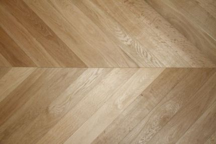 Prime Engineered Oak Chevron Brushed Unfinished 15/4mm By 90mm By 850mm