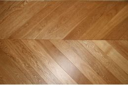 Prime Engineered Oak Chevron UV Lacquered 18/5mm By 90mm By 650mm