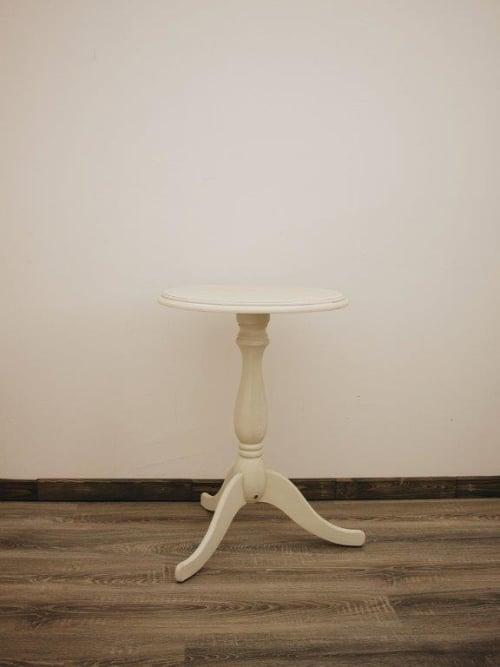 Tavolo tondo, colore crema. disraeli