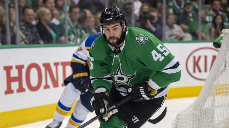 Stars' Roman Polak out with fractured sternum