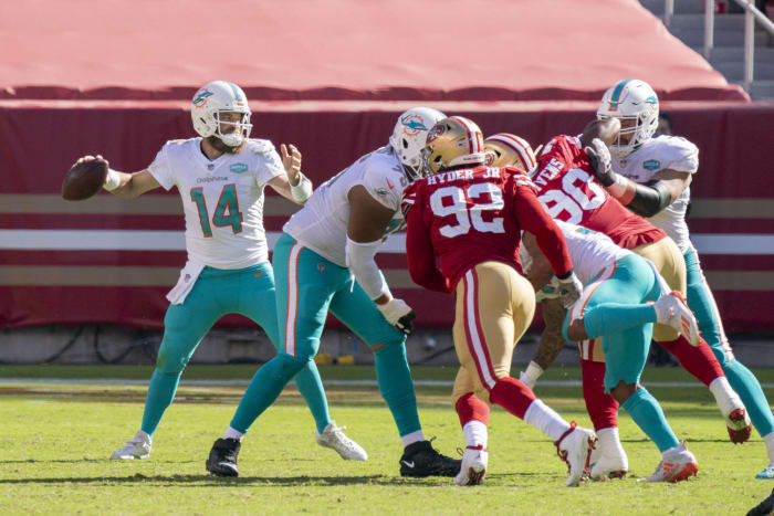 Ryan Fitzpatrick continues to aid Dolphins rebuild