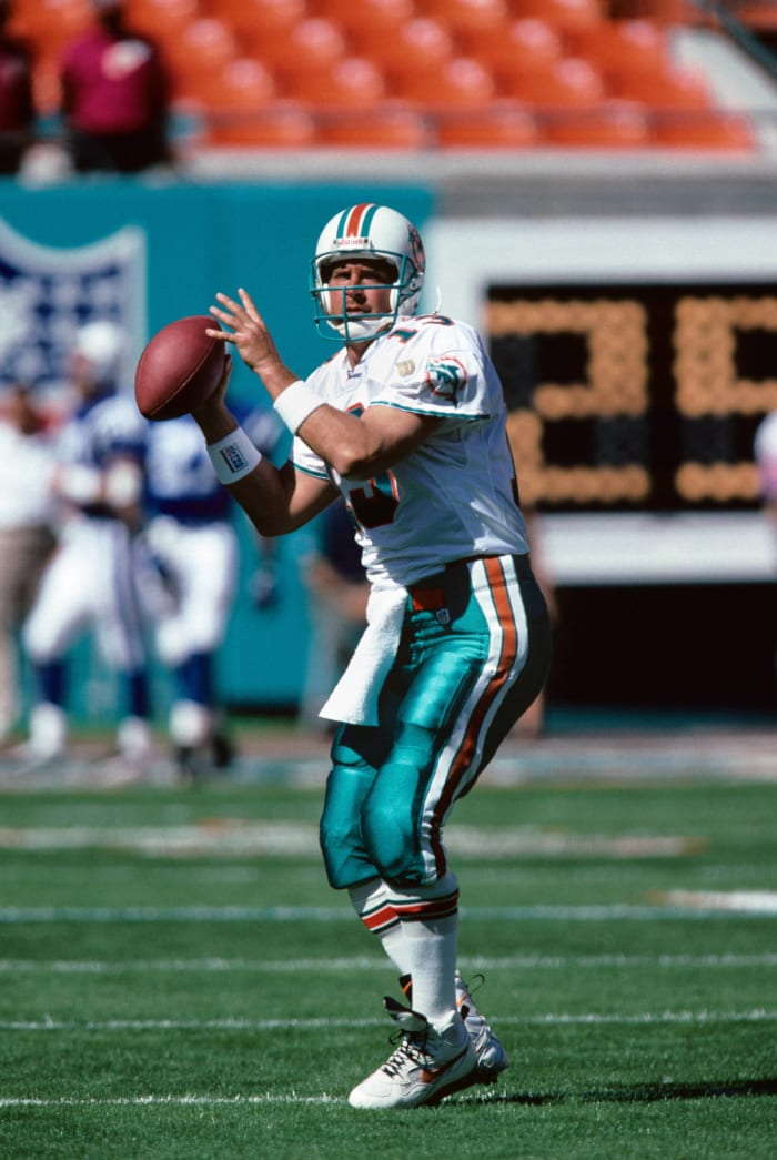 Marino becomes the first player with over 50,000 career passing yards